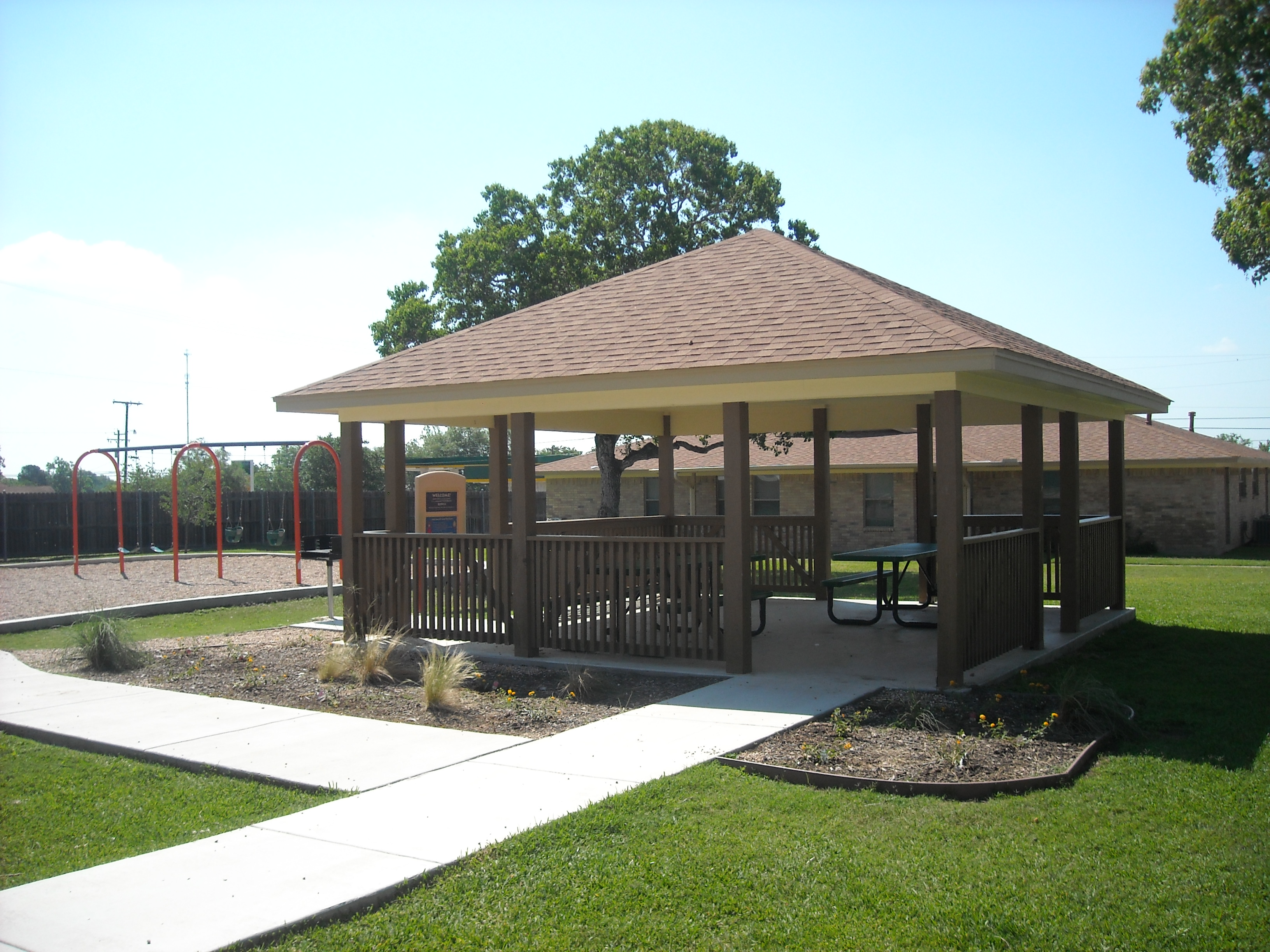 Hyatt Manor Apartments Gazebo