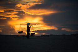 ベトナム 夜明けの商人