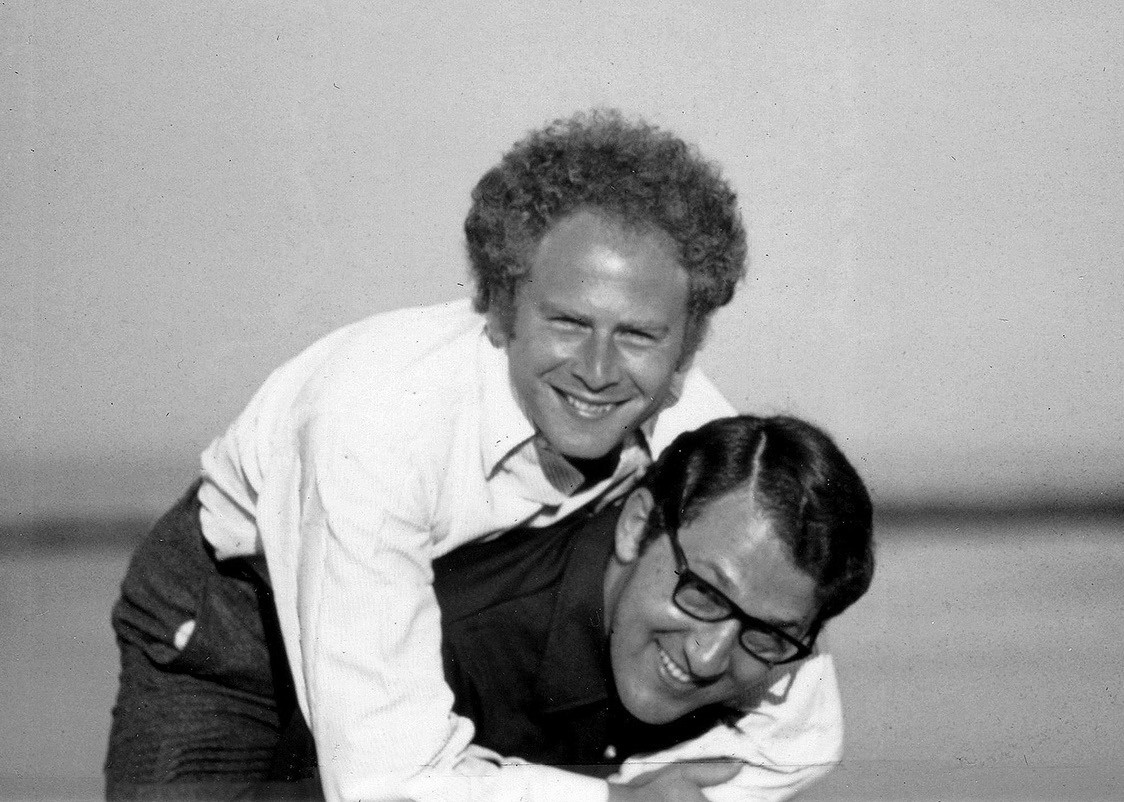 "Sandy and Art Garfunkel: ""He's not heavy; he's my brother!"""