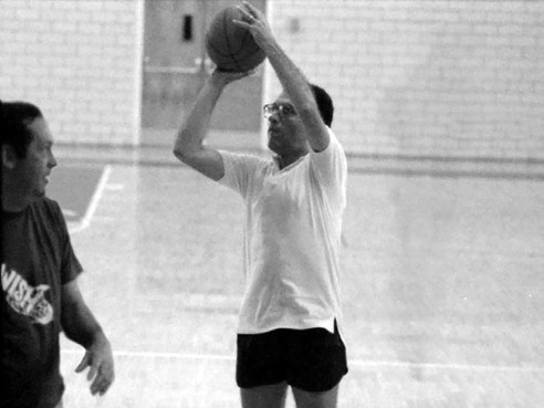 Sandy goes up for a shot against former Sen. Bill Bradley, an all-American at Princeton and a long-time New York Knick. Sandy can sense the location of the basket by the flow of people around him.