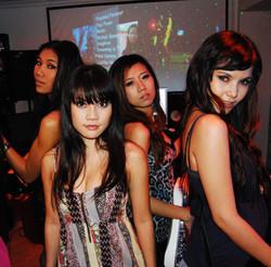 Koi_zaxy girls