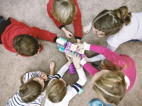 क्या आपका बच्चा अपने खिलौने दूसरों के साथ शेयर नहीं करता