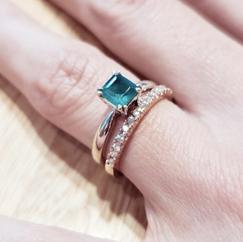 Anillo en oro con esmeralda y pisa anillo