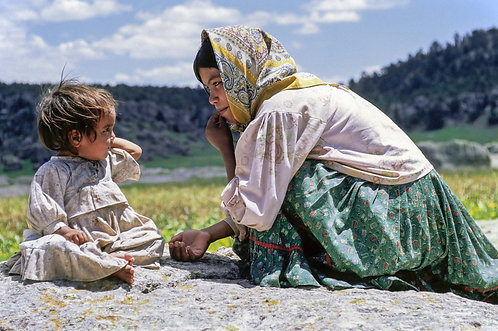 The Natives - Rarámuri | Little girl with her teenage mother.