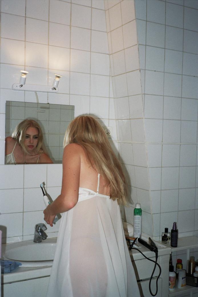 Dana in the mirror