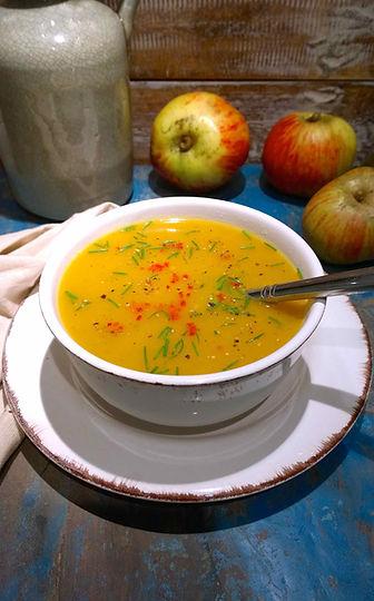 Roasted Butternut Squash Soup, Pompoen Soep, shallots, turmeric, cinnamon, chilies, chives, vegetarian, plant-based