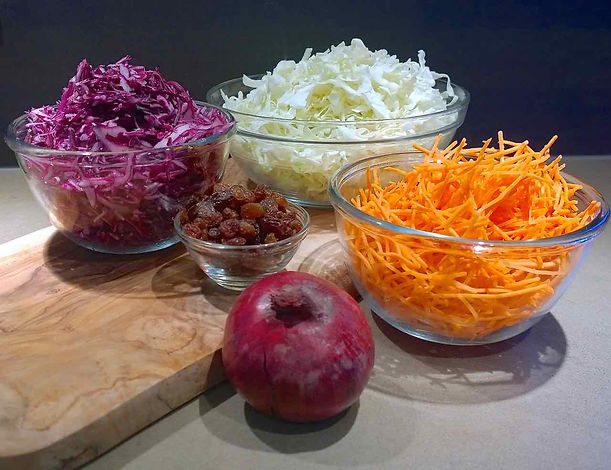 Raw vegetables: red cabbage, carrot, cabbage and onion and raisins.