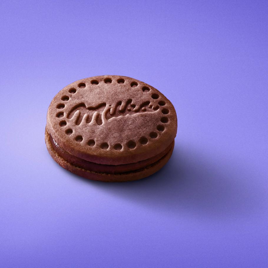 Milka Cookie Mousse Chocolate ACOSTADA.j