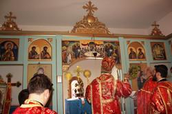 Kropljenje ikonostasa - osvecenje hrama - 2010.JPG