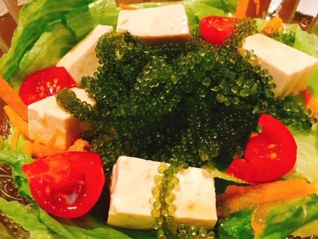 海ぶどうと島豆腐のサラダ