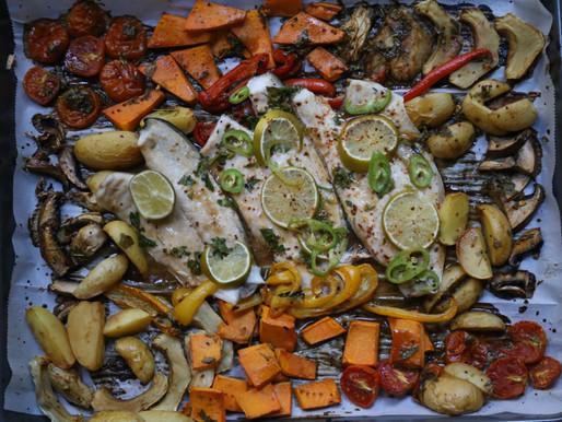 ארוחת תבנית אסייאתית של  דג וירקות