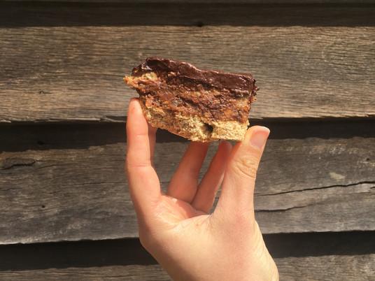 קרמל סלייס בריא   Healthy Caramel Slice   טבעוני וללא גלוטן, שמן או סוכר!