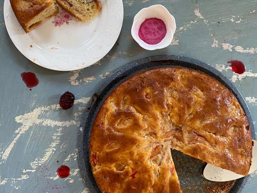 עוגת יוגורט ורודה עם קרם פירות העונה