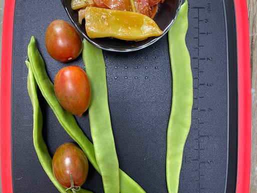 שעועית רחבה בעגבניות שרי צבעוניות