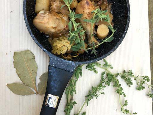 צלי עוף בארטישוקים, זיתים ותמרים