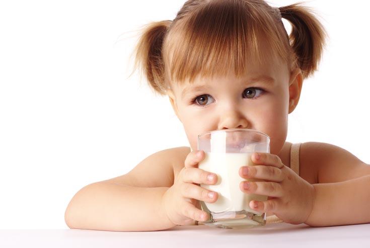 מיוחד לשבועות: האם חלב מזיק לילדים?