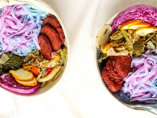 פלאפל בשני צבעים על יוניקורן נודלס