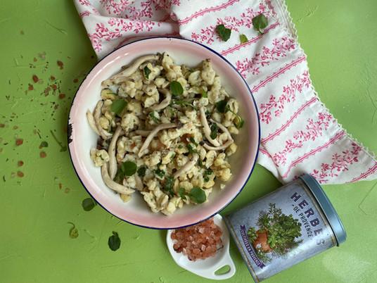 שפצלה (Spätzle) בעשבי תיבול ופטריות שי-מגי