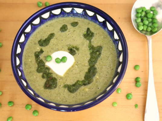 מרק ירוקים קפואים ויוגורט עיזים