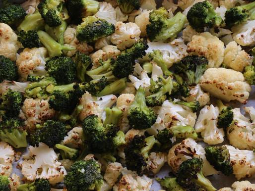 כרובית וברוקולי צלויים בתנור ברוטב חרדל בזיליקום