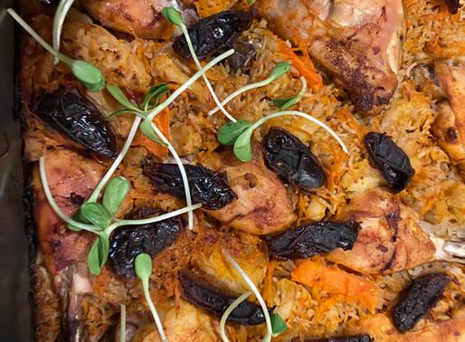עוף באורז ירקות ותמרים