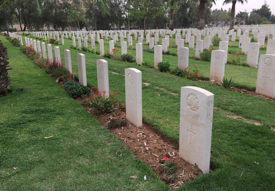 Beersheba_–_graves_close_to_camera_from_31_October_1917_battle.png