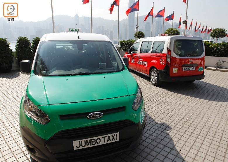 「JUMBO TAXI」車隊的車款是福特4座Transit Connect。(何駿軒攝)