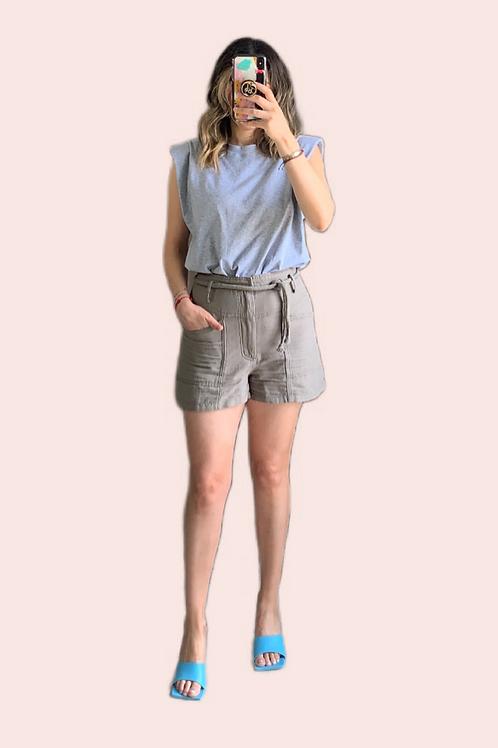 Short con  bolsas y cinturón hilo tejido