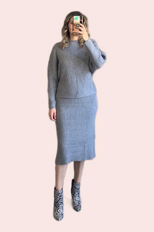 Set sweater y falda midi tejido gris