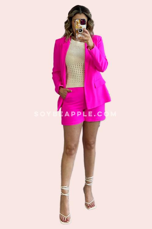 Set blazer y short rosa neón