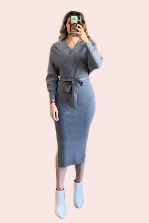 Sweater dress cuello V midi gris