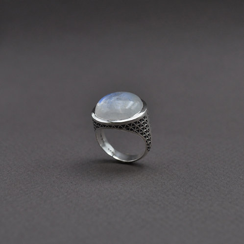 Pirgi moonstone ring