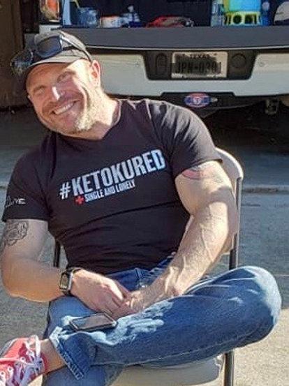 #KetoKured V-neck TShirt