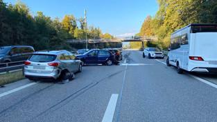 Derendingen: Auffahrkollision mit vier Fahrzeugen auf A1, mehrere Personen verletzt