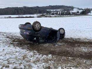 Dottikon: Auto im Acker gelandet - Ausweis weg