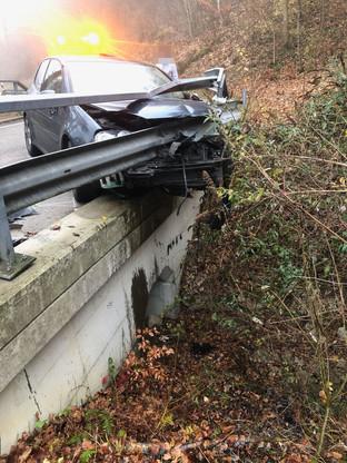 Egerkingen: In die Leitplanken gedonnert – zwei Mitfahrer leicht verletzt