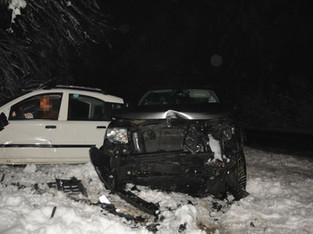 Dornach: Auf Schnee gerutscht und in anderes Auto geprallt