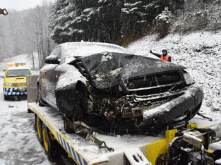 Metzerlen: Auto in Baum gerutscht - Lenker verletzt