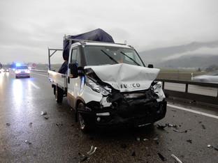 Oberbipp: Auffahrkollision mit vier beteiligten Fahrzeugen auf A1 - ein Verletzter
