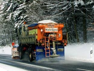 Rheinfelden: Auf A3 in Schneeräumungsfahrzeug geprallt
