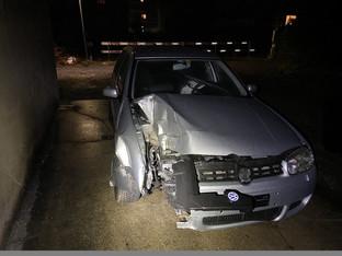 Suhr: Mit Reklametafel kollidiert und geflüchtet - Auto gefunden