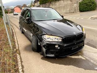 Erlinsbach: 27-Jähriger fuhr trotz Ausweisentzug, überholte über Sicherheitslinie und baute Unfall.