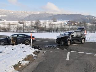 Hubersdorf: Heftige Kollision von zwei Personenwagen