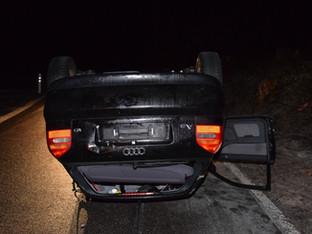 Egerkingen: In Böschung gefahren - Auto auf Dach gelegt
