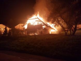 Brittnau: Einfamilienhaus aus Holz am Haldenweg niedergebrannt