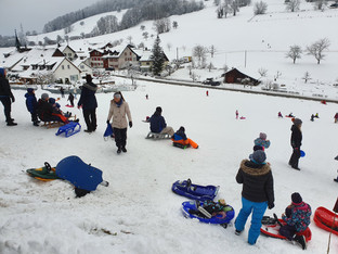 Spontane Schlittelpisten locken Familien - Beispiel Bärenwil