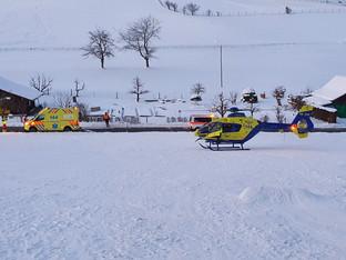 Bärenwil: Knabe fährt mit Bob in Auto - schwere Beinverletzungen
