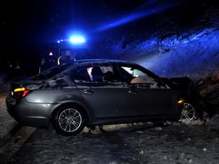 Flüh: Mit Auto in Stützmauer geprallt - Mitfahrerin verletzt