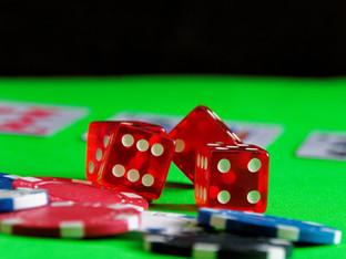 Lieben Sie Casinospiele? Mit diesen Tipps können Sie Ihre Geldbörse schützen und schonen