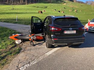 Passwangstrasse Ramiswil: Motorradfahrer stiess mit Auto zusammen